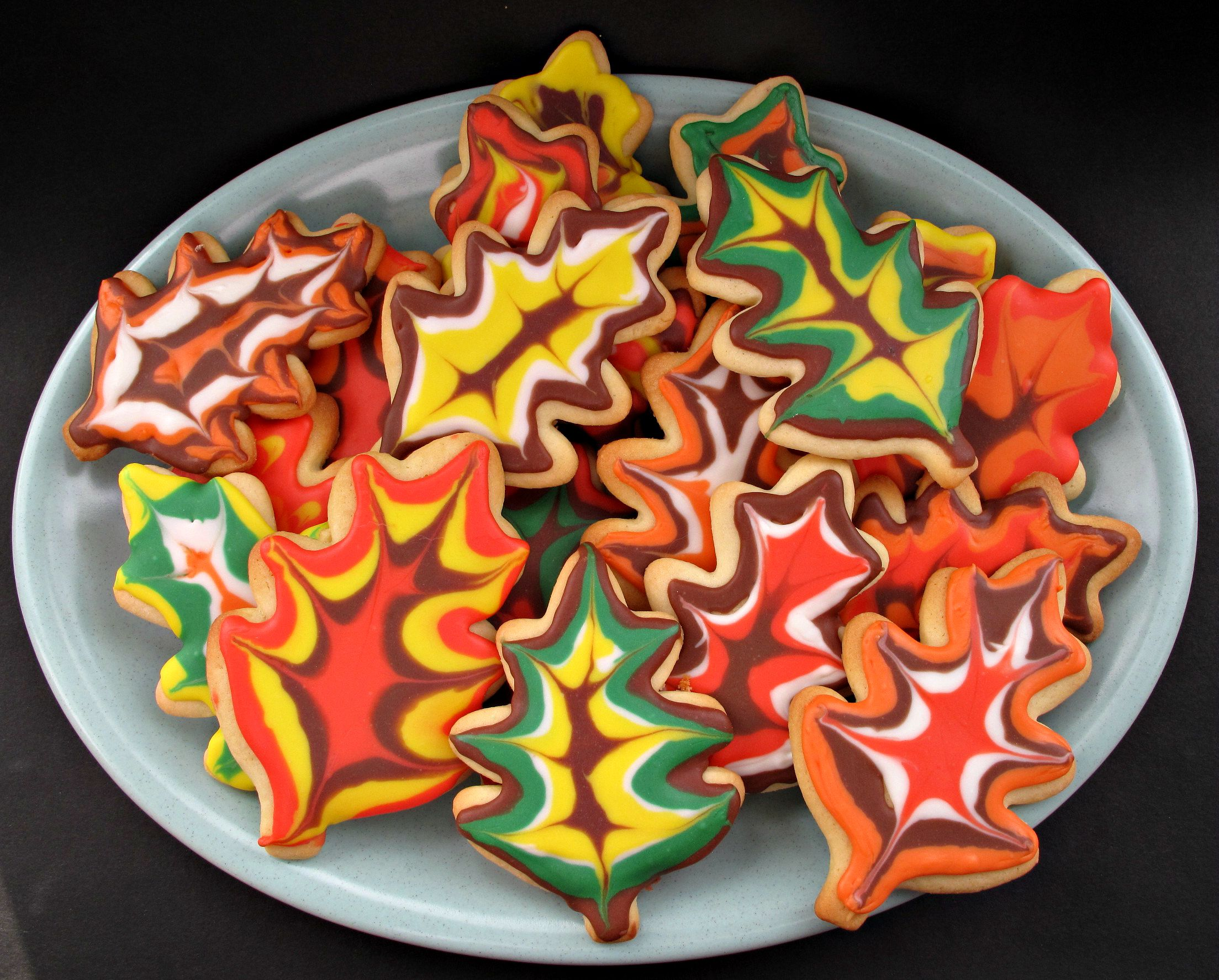 Thanksgiving Cakes With Colored Leaves Icing How To Make