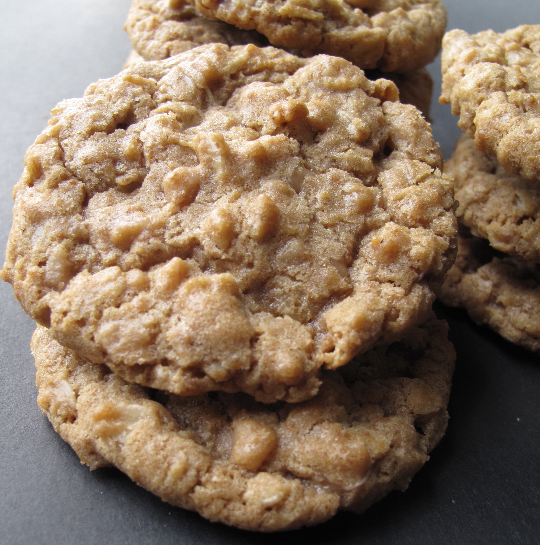 Biscoff Oatmeal Toffee Crunch Cookies- Biscoff cookies with a crunchy ...