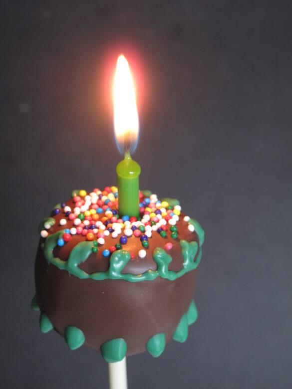 birthday cake cake pop