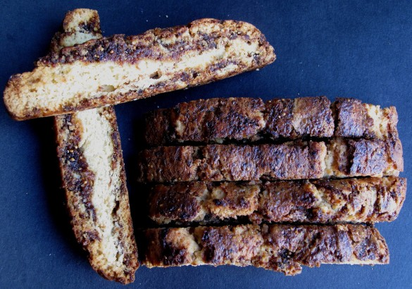 Fig Jam Biscotti- crunchy vanilla biscotti swirled with homemade fig jam! | themondaybox.com