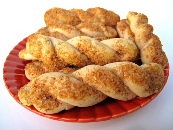 Cinnamon-Sugar Twist Cookies- a mildly sweet butter cookie with a sprinkle of cinnamon-sugar flavor. | The Monday Box