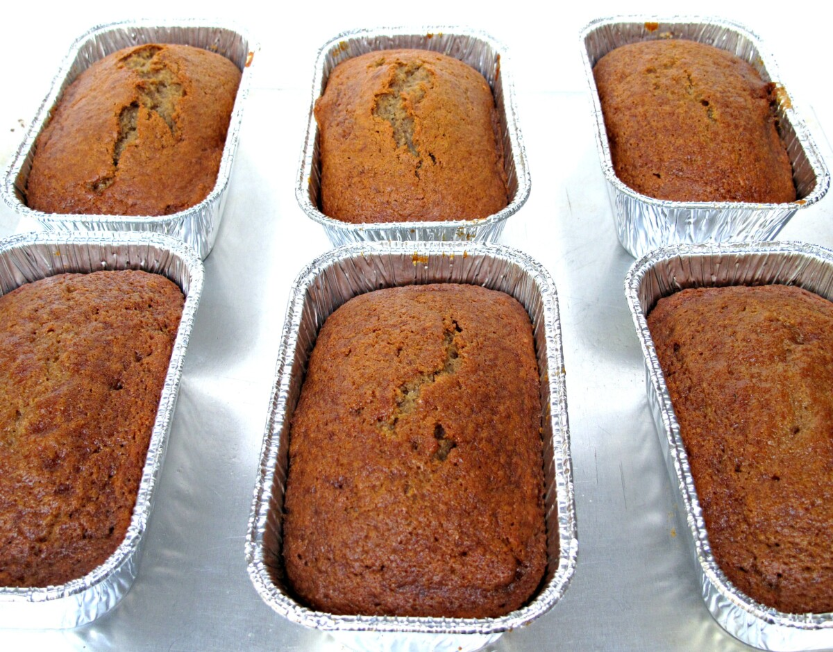 Six foil mini loaf pans with honey cakes.