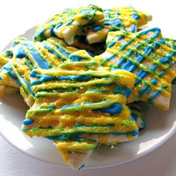 Lemon Stars- sweet-sour lemon icing makes these lemony star cut-out cookies shine! | The Monday Box