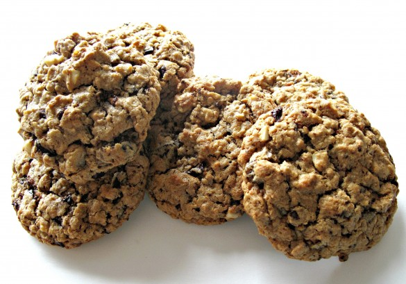 Marathon Cookies- chewy oats and peanut butter treat, packed with dark chocolate, peanuts, and dried fruit. | The Monday Box