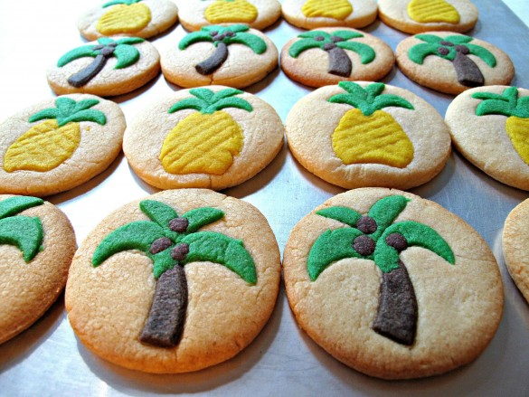 COCONUT PALM TREE AND PINEAPPLE SUGAR COOKIES