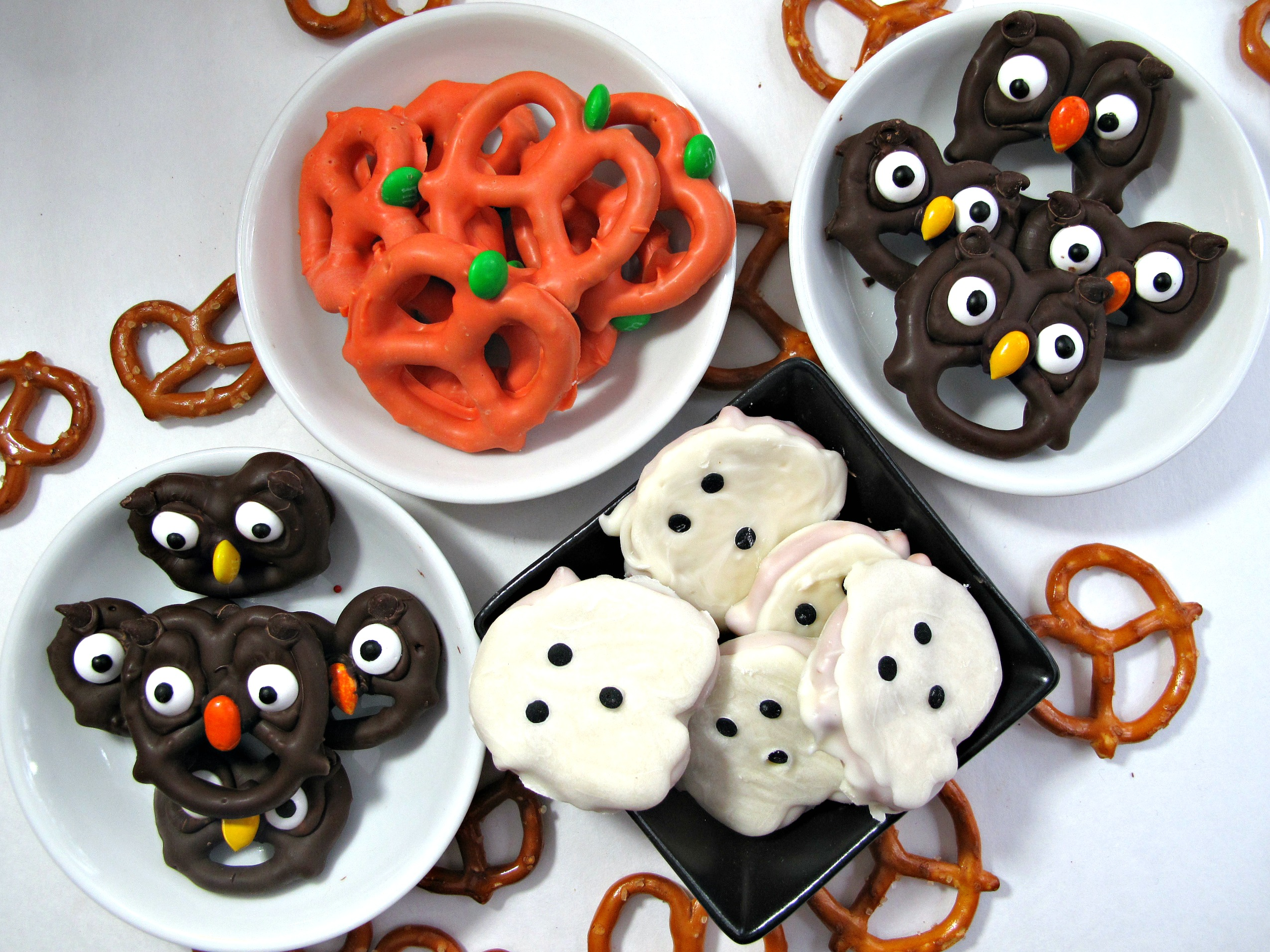 halloween pretzels easy fast and fun the monday box. Black Bedroom Furniture Sets. Home Design Ideas