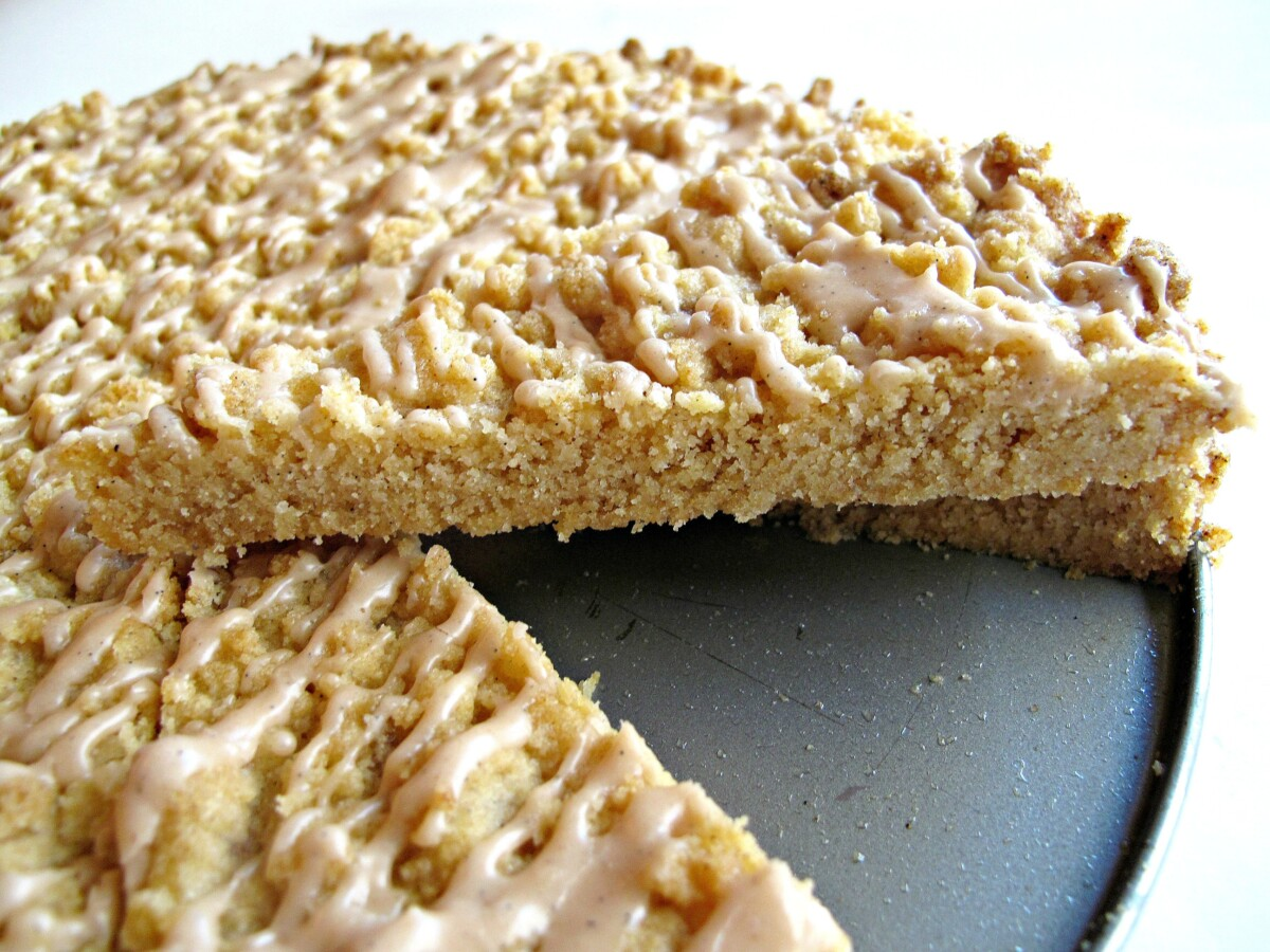 Closeup of cut edge of cookie.