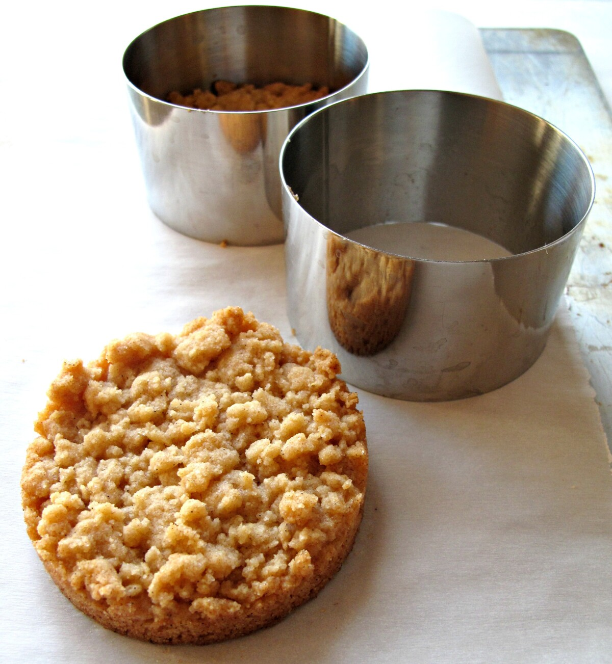 Streusel Cookies and cylinder metal molds.