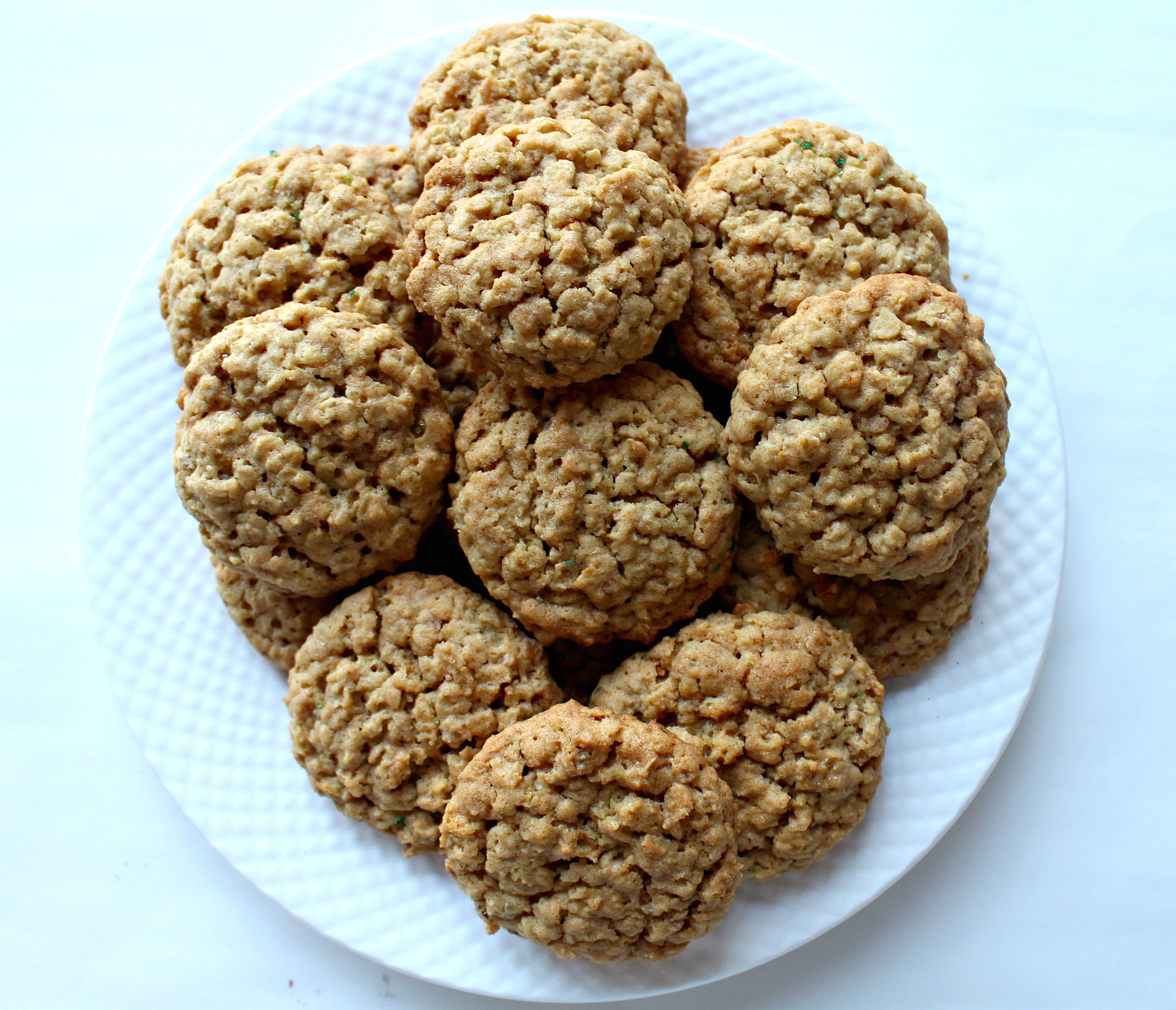Irish Oatmeal Cookies- Unbelievably delicious! These oatmeal cookies ...