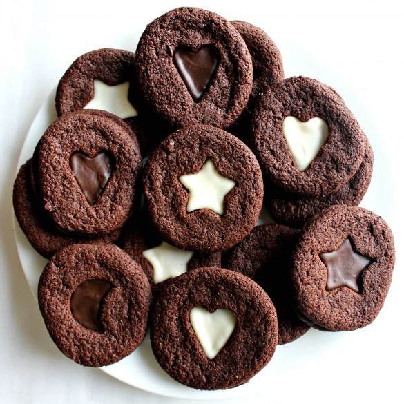Crunchy Chocolate Mint Sandwich Cookies on a round white plate