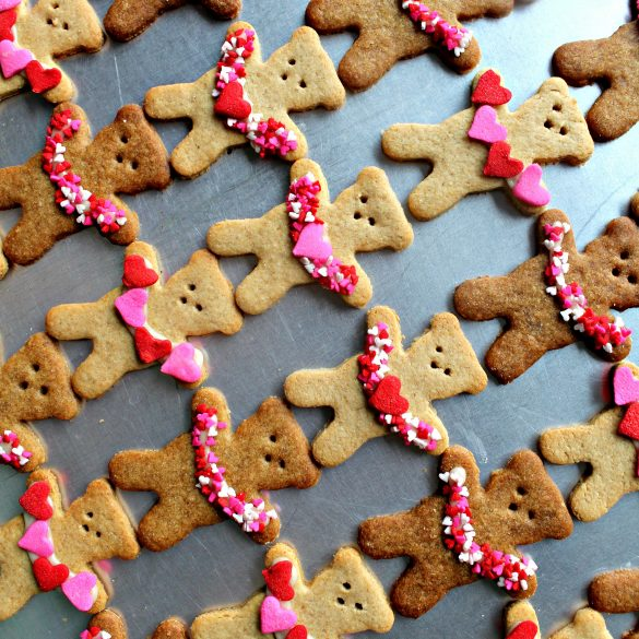 diagonal lines of Honey Graham Bears holding garlands of hearts