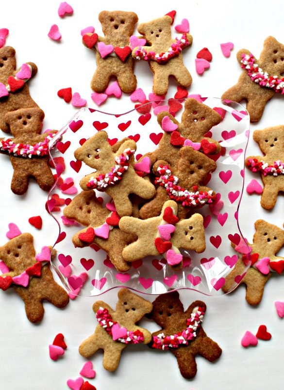 Honey Graham Bears holding garlands of hearts