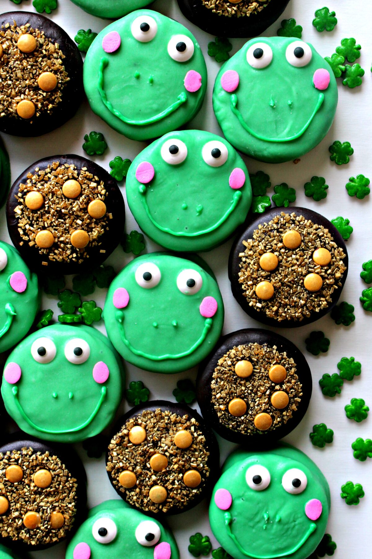 Frog and pots of gold decorated cookies.