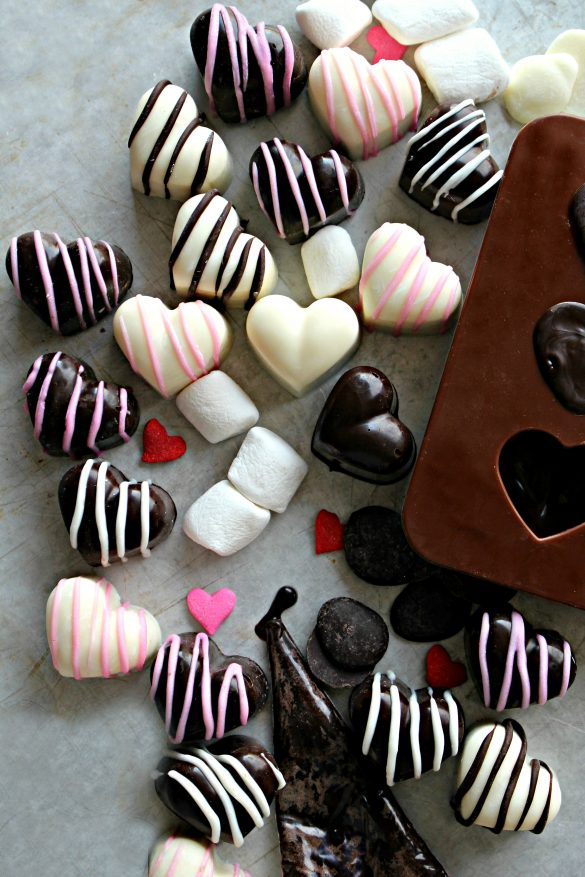 Chocolate Marshmallow Hearts in dark chocolate with white or pink stripes, in white chocolate with pink stripes