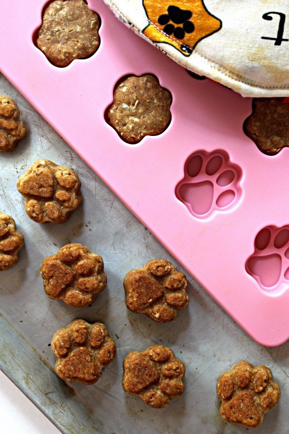 Paw Prints Dog Cookies and pink paw prints mold