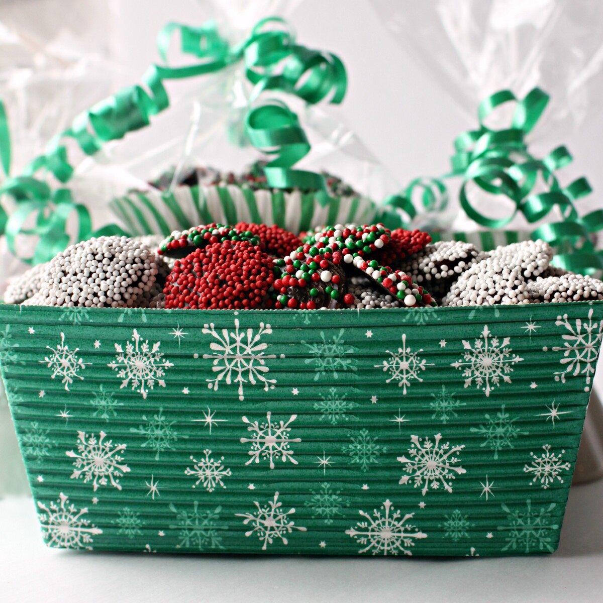 Candies in a green gift box with a snowflake pattern.