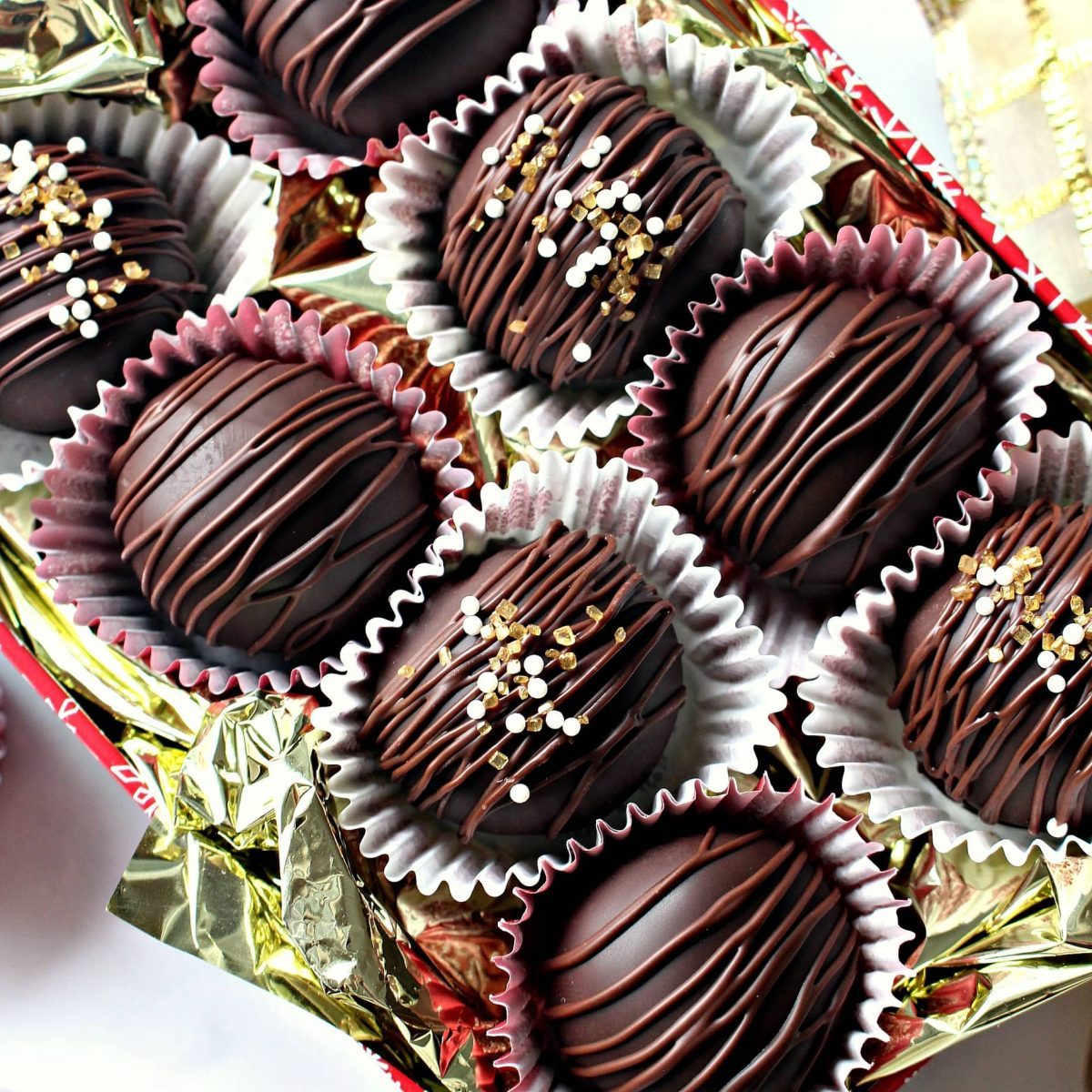 Bonbons in a gift tin